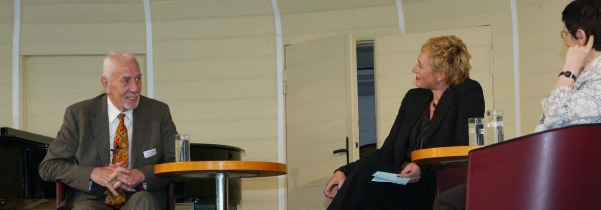 Stiftungsgruender Rainer Ehlers im Gespraech mit Rita Suessmuth und Barbel Schaefer