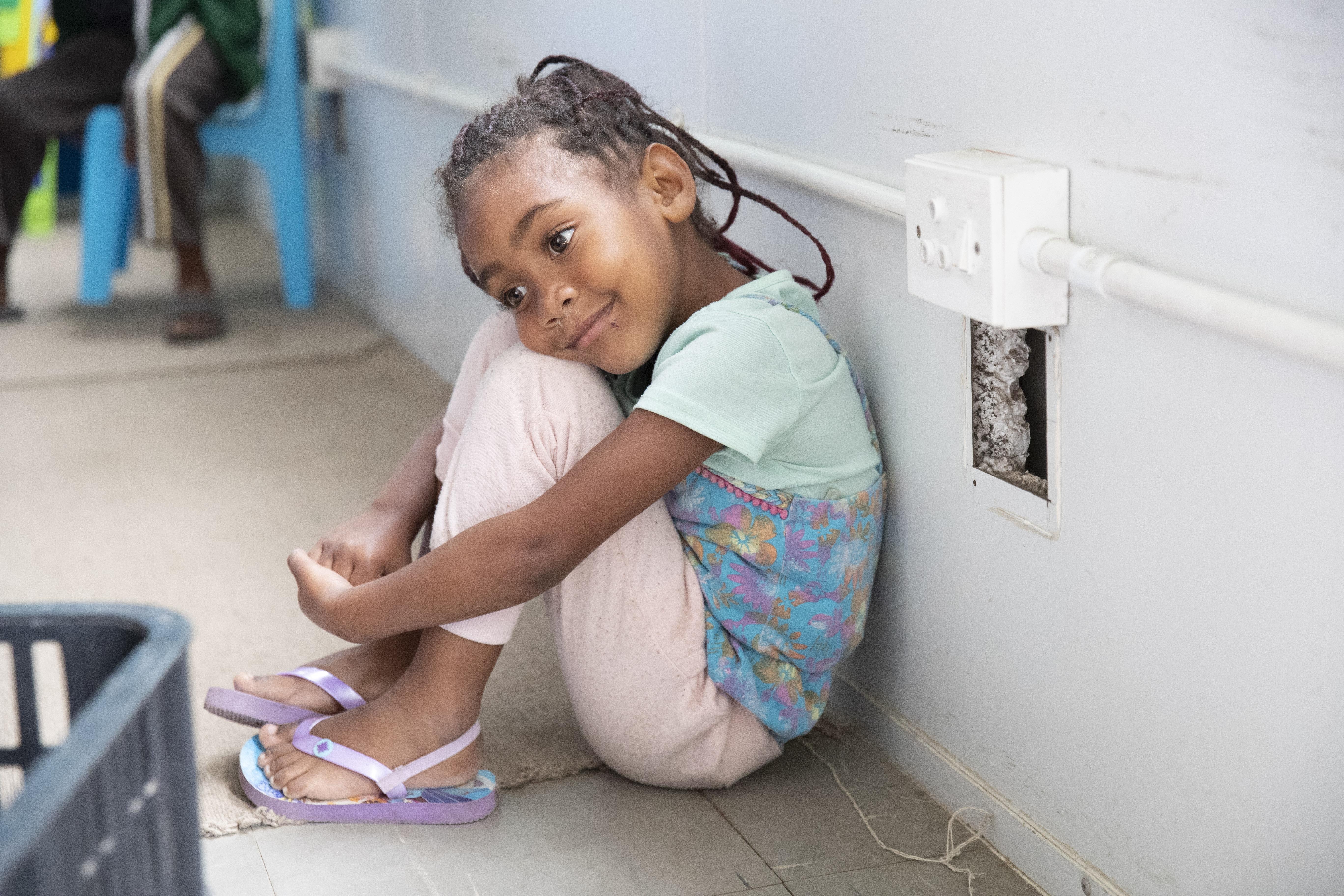 Ein kleines Mädchen auf der Kinderstation im Tygerberg-Hospital.
